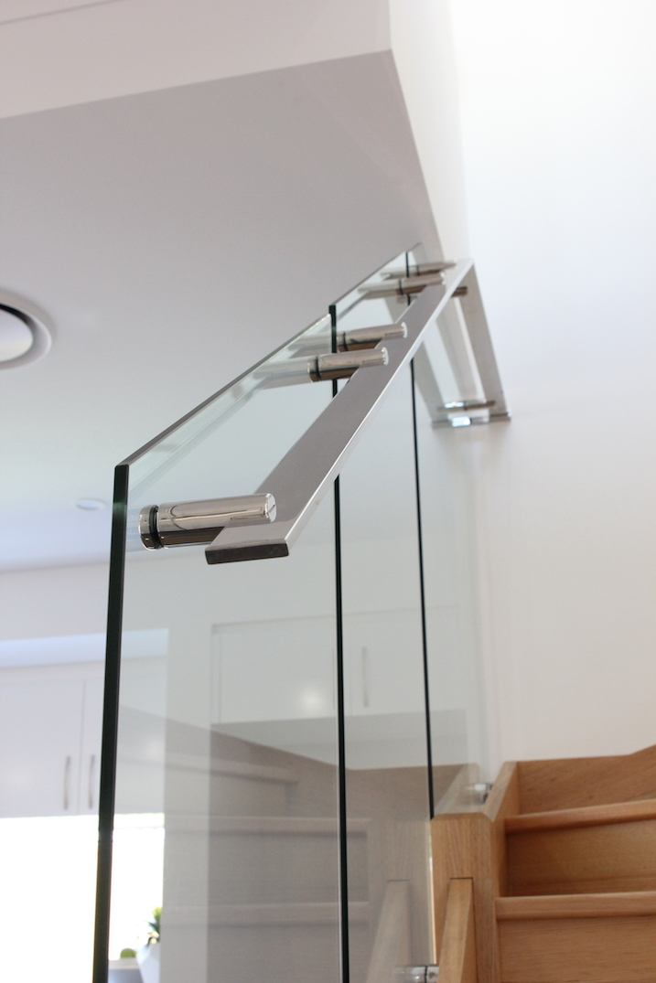 custom_stainless_steel_handrail